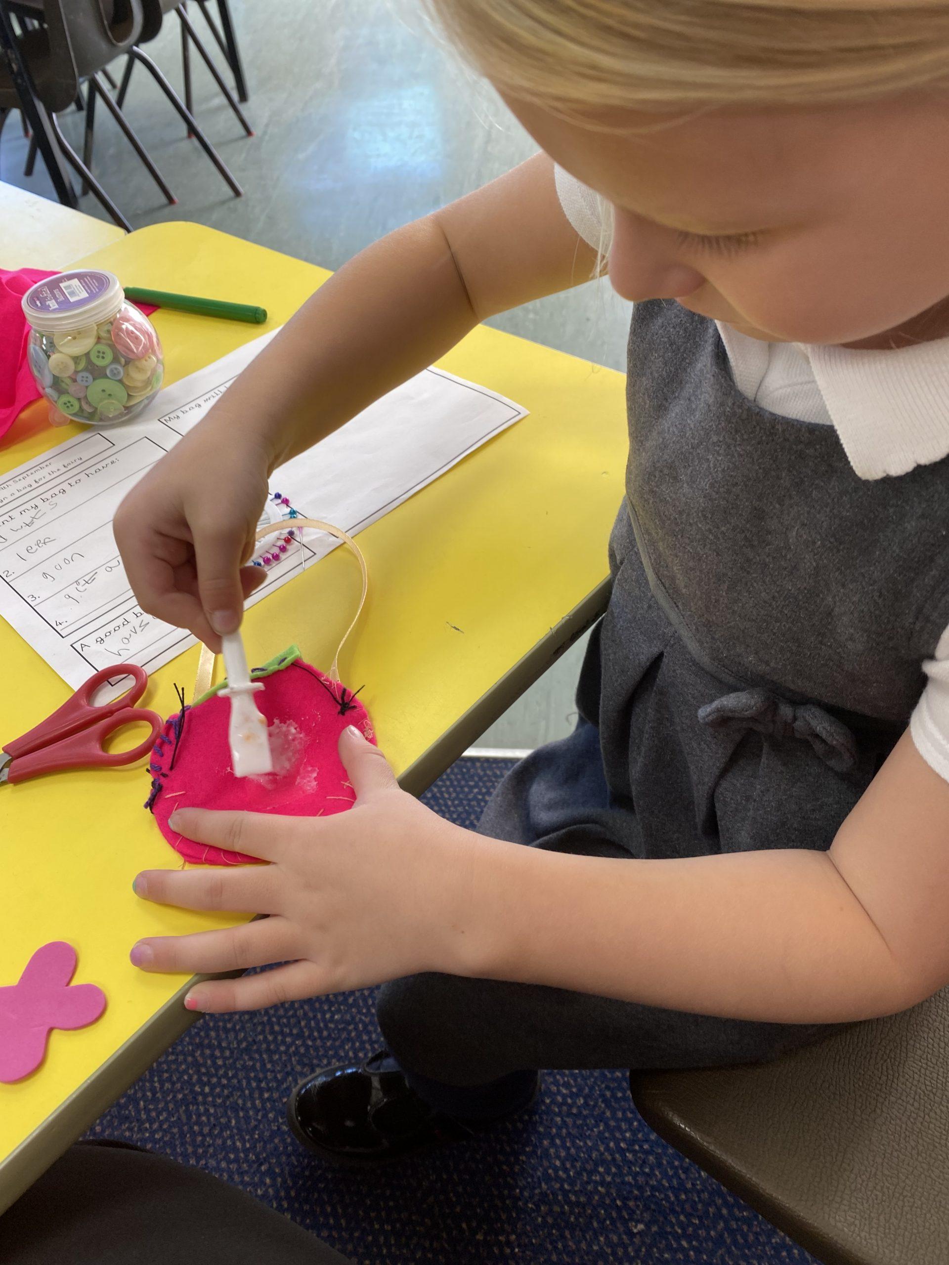 Class 4 making their fairy bags